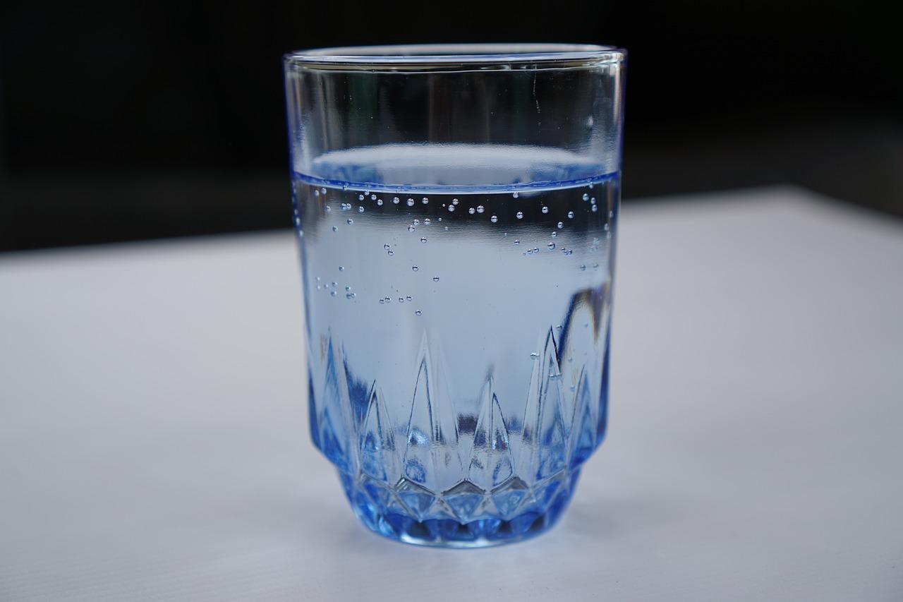 Фото стеклянного стакана
