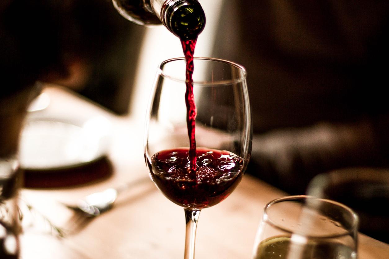 Фото бокала с вином