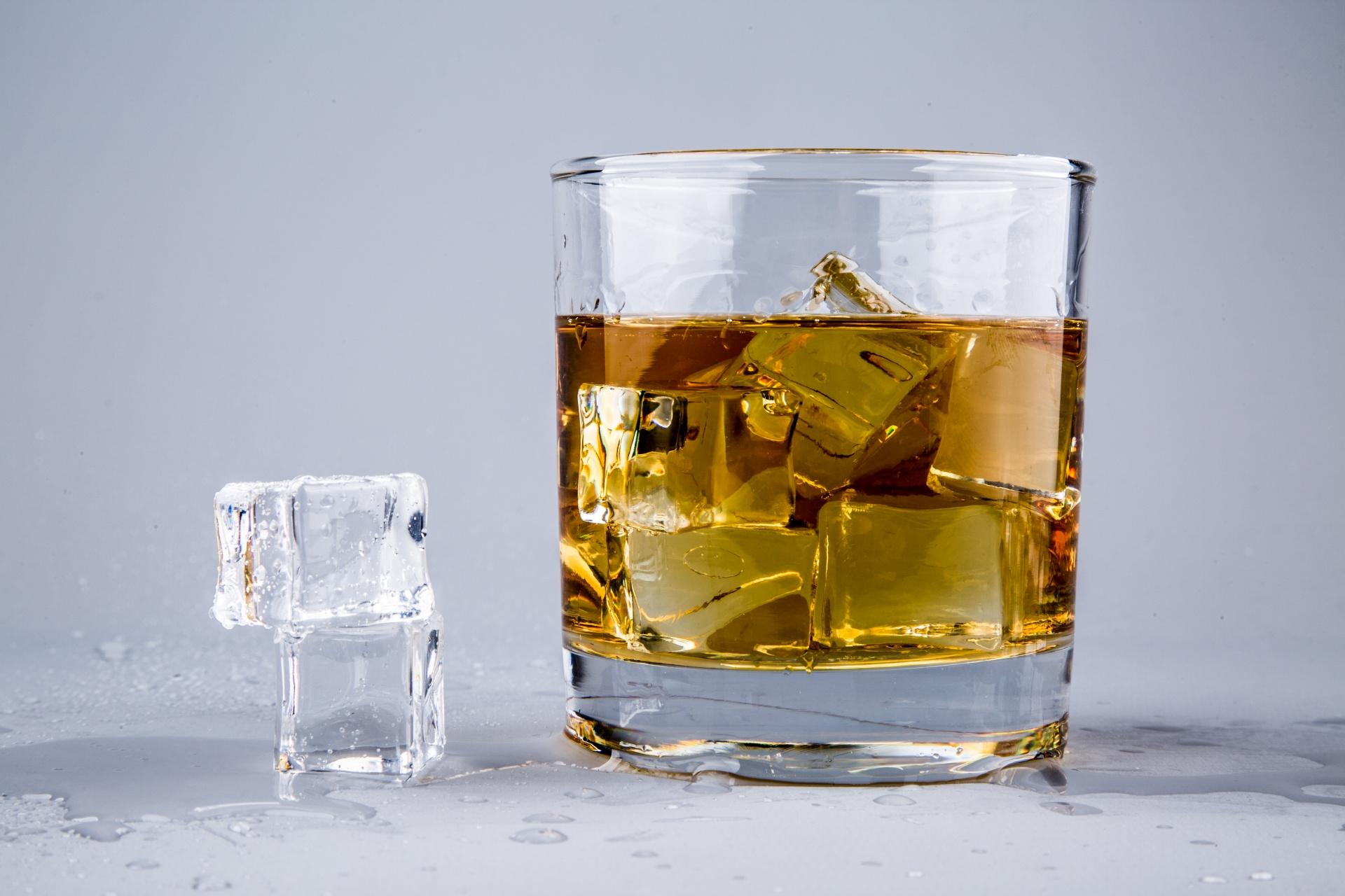 Фото бокала для виски