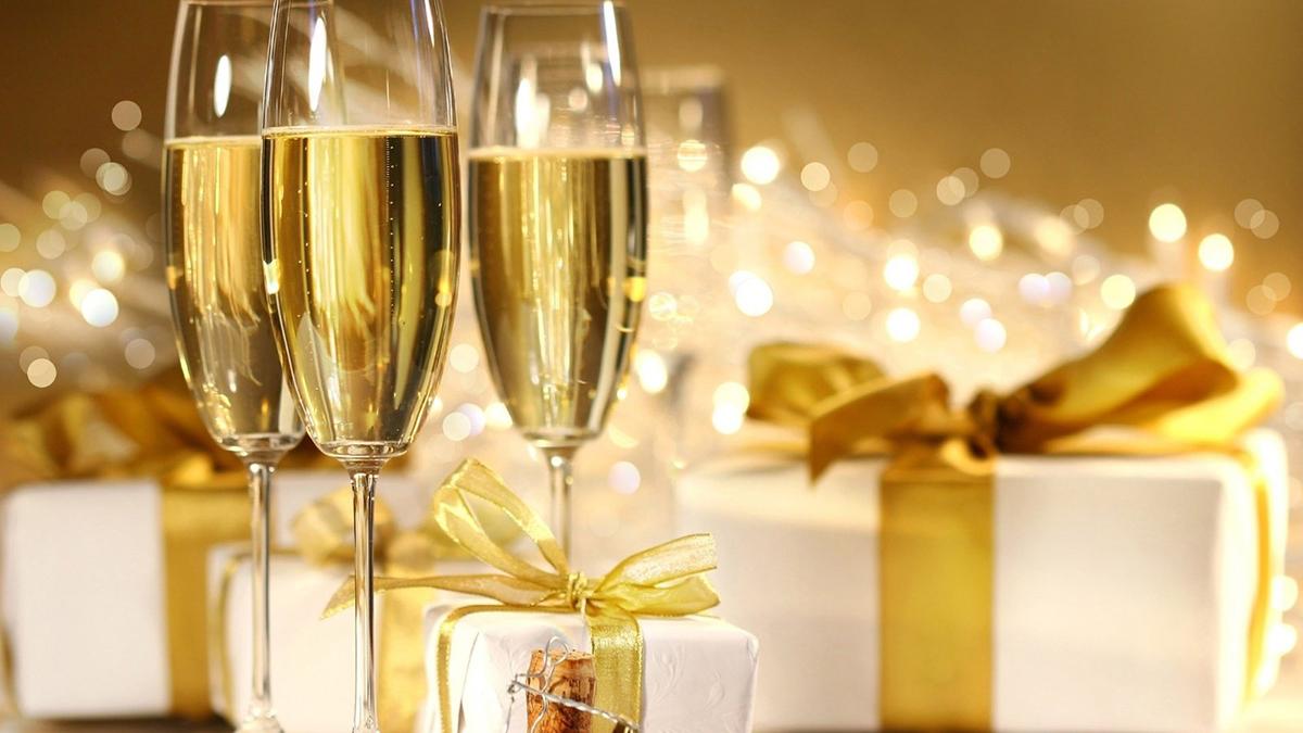 Бокалы flyute с шампанским
