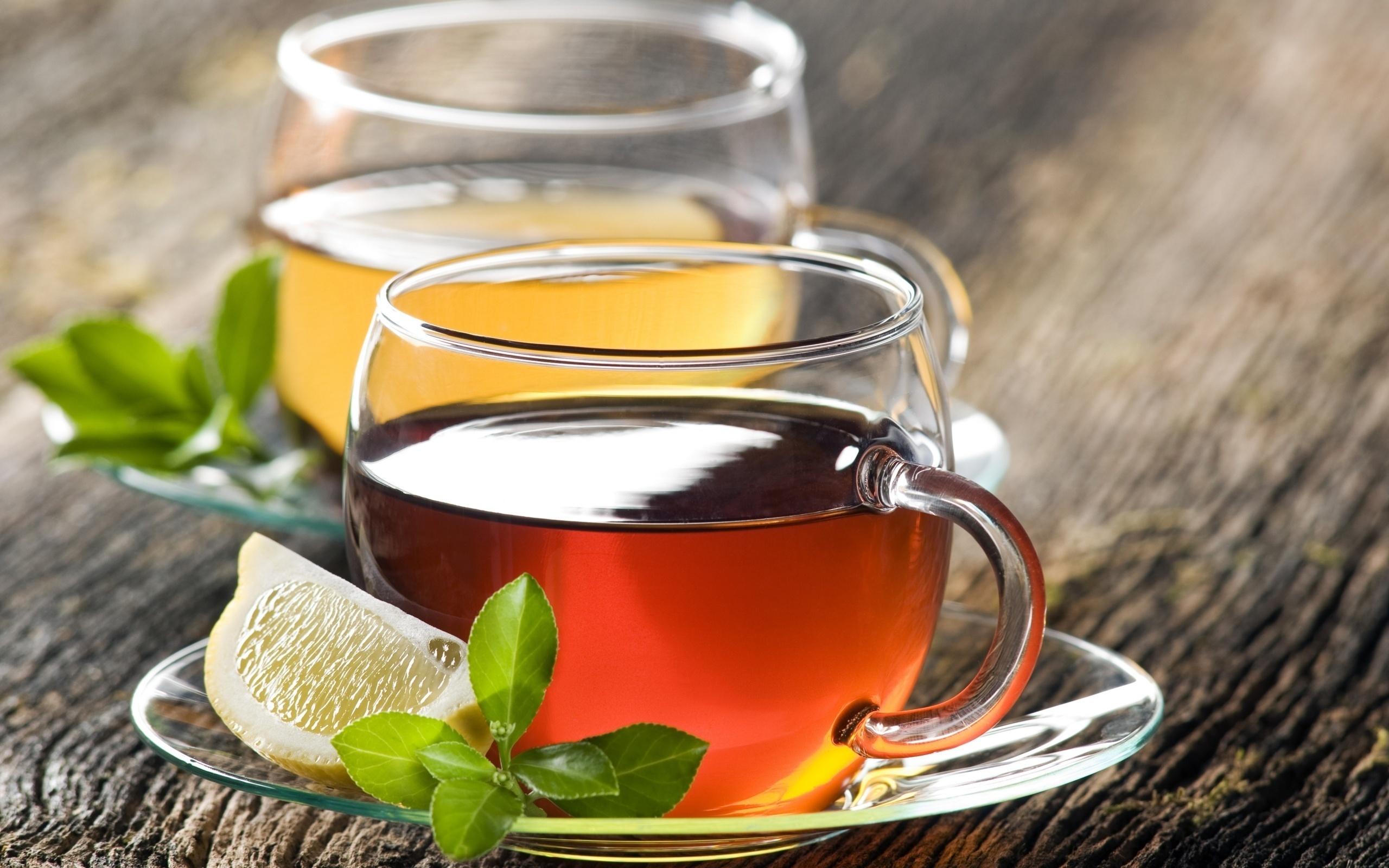 Чай в стеклянных чашках