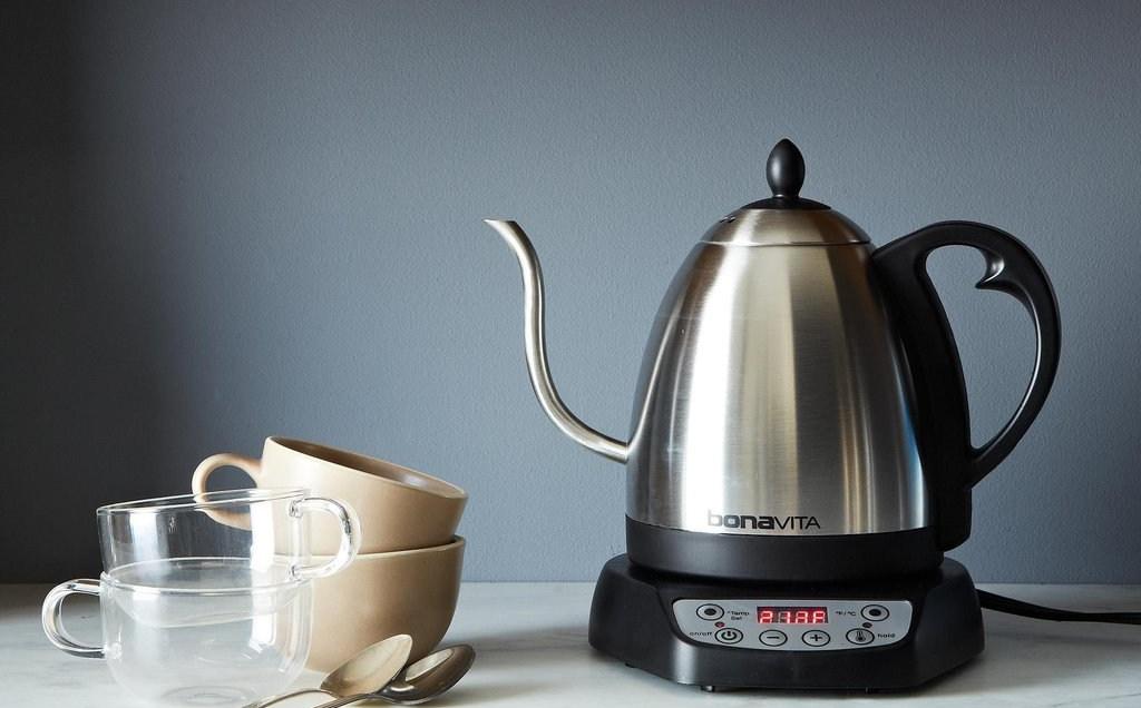 Фото чайника на кухне