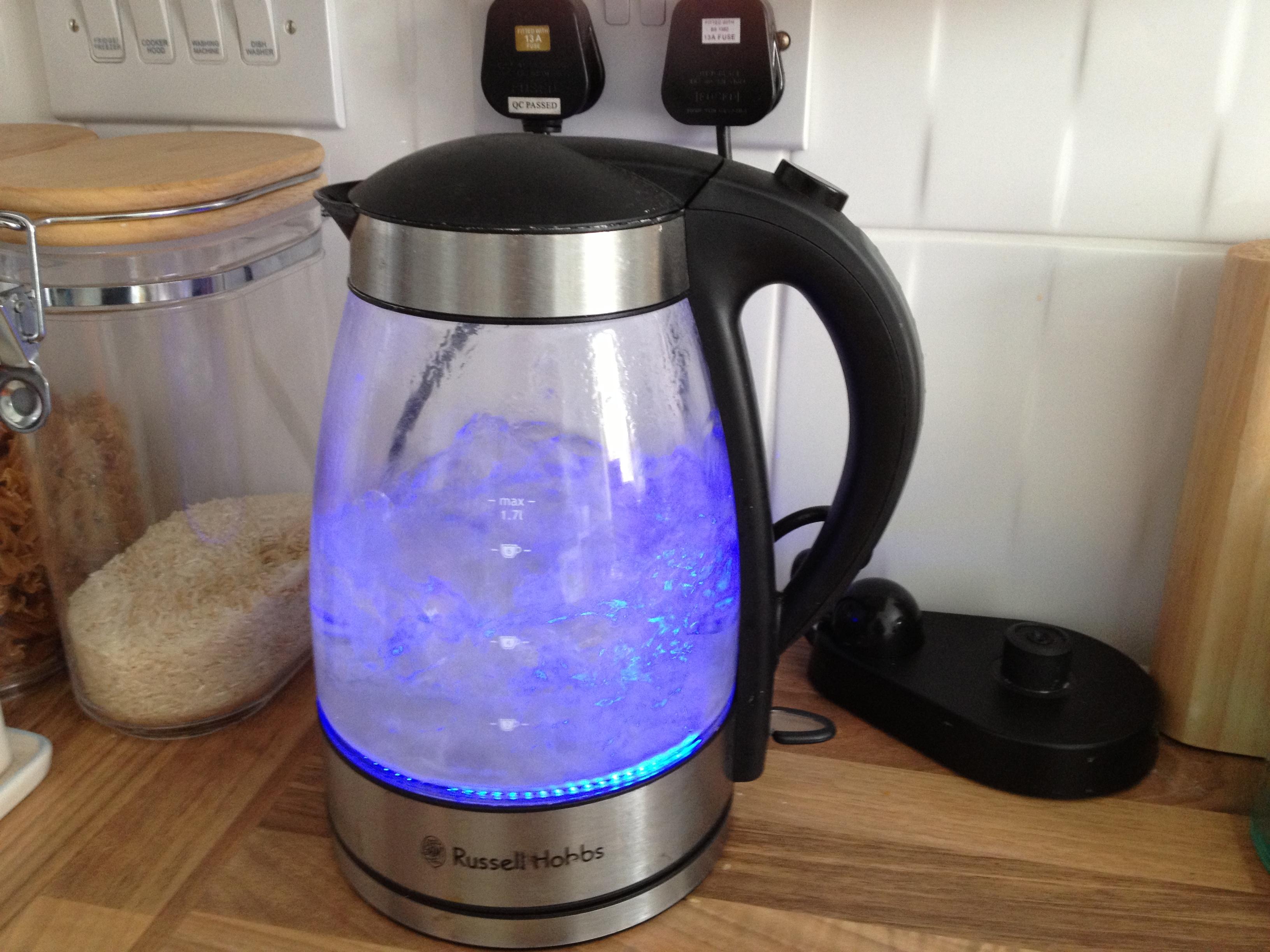 Фото чайника с водой