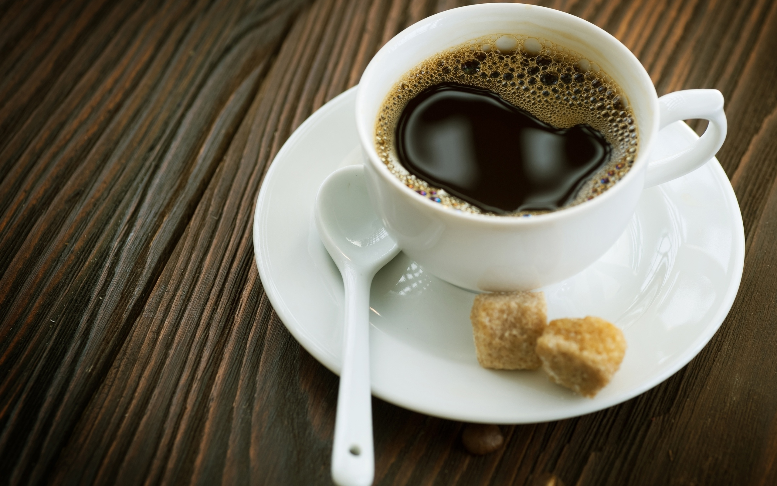 Чашка кофе на блюдце