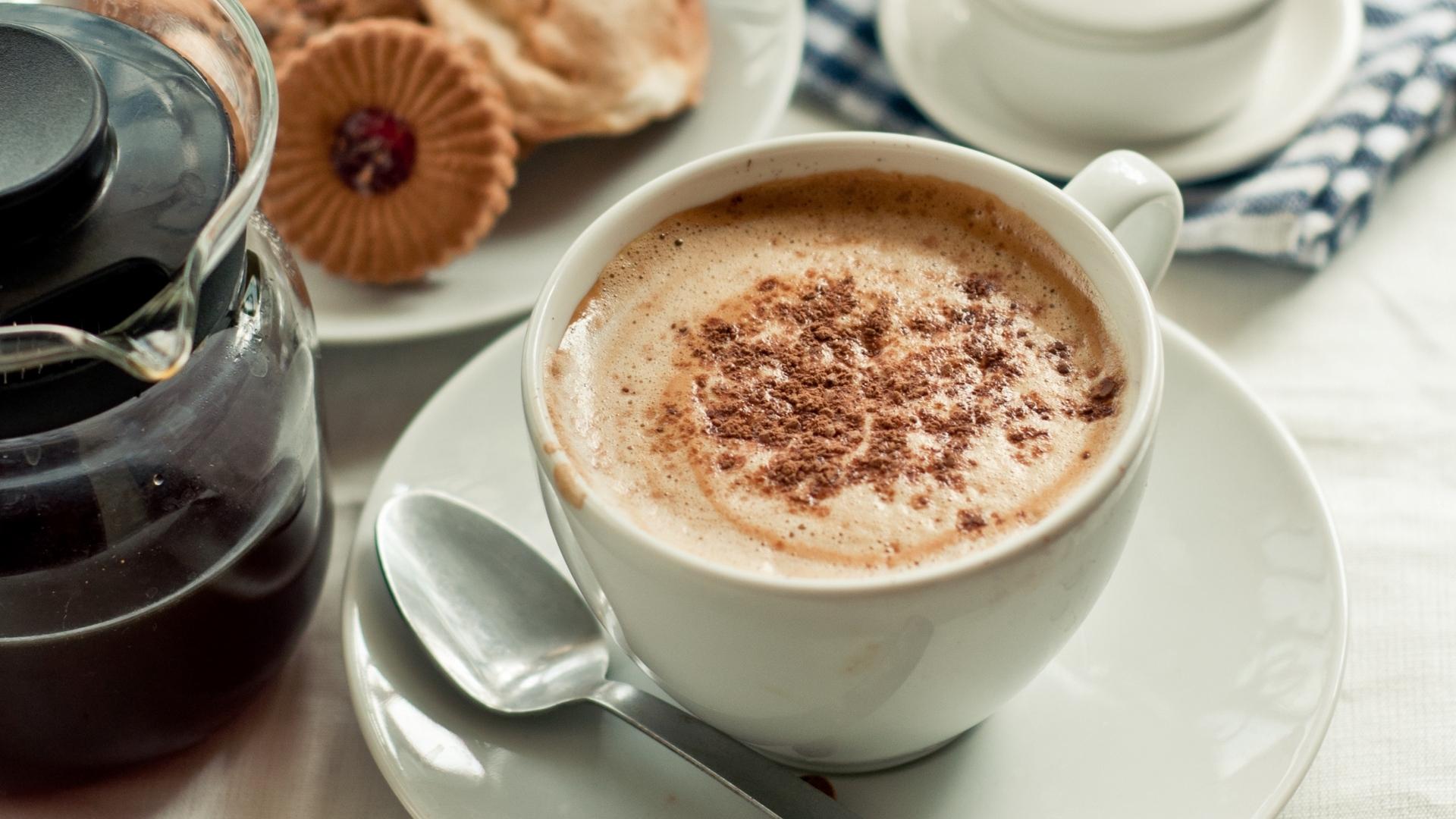 Стол с чашками кофе картинки