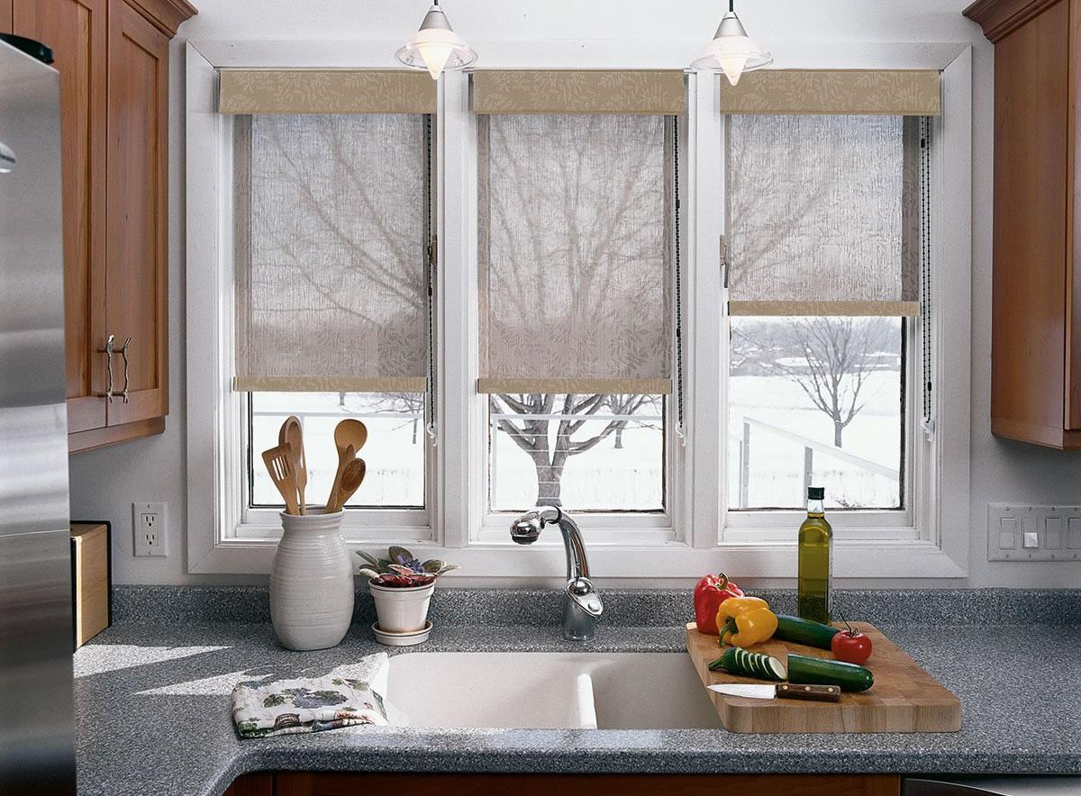 Кухня с закрытыми окнами