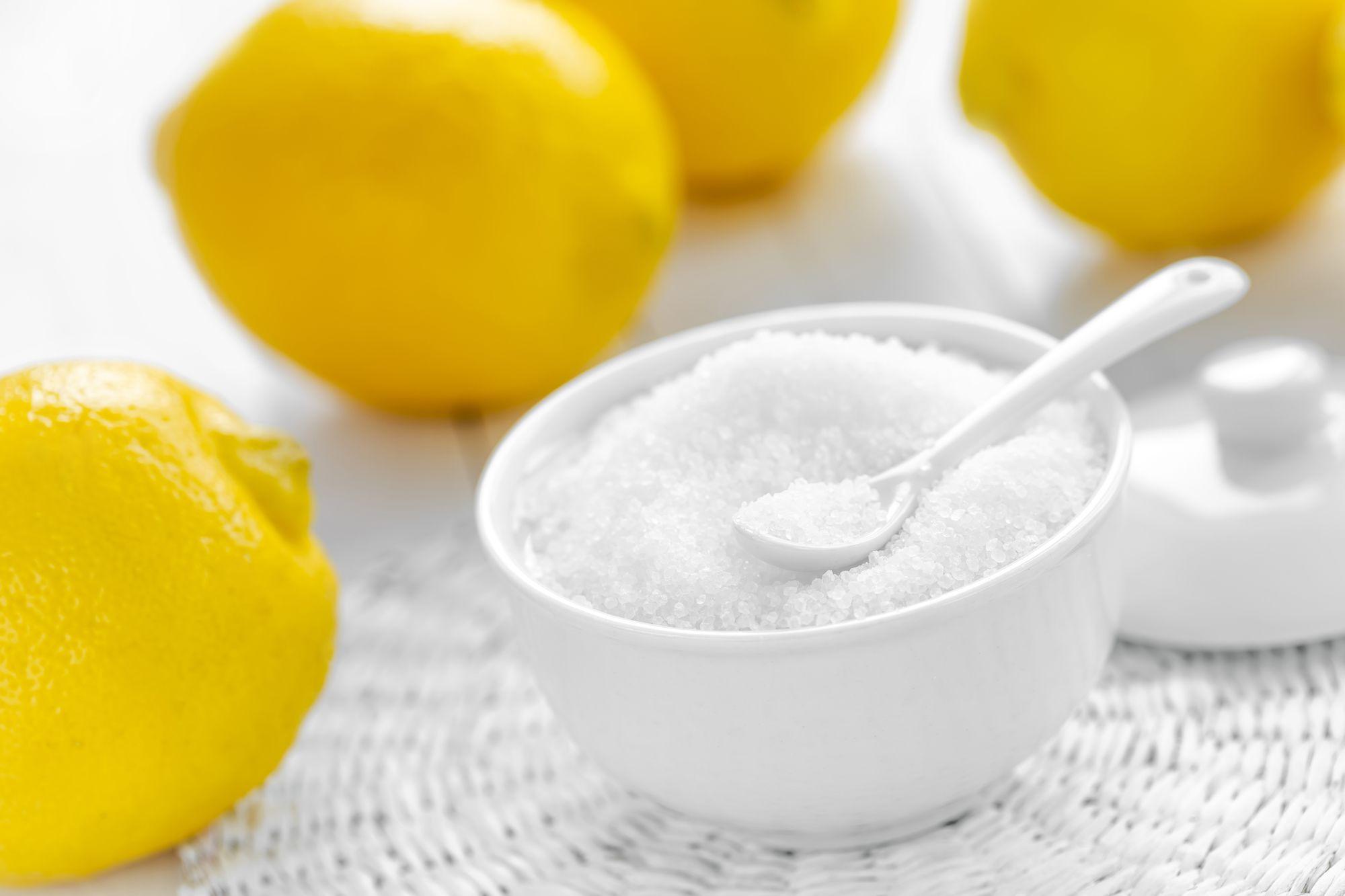 Лимонная кислота с лимонами