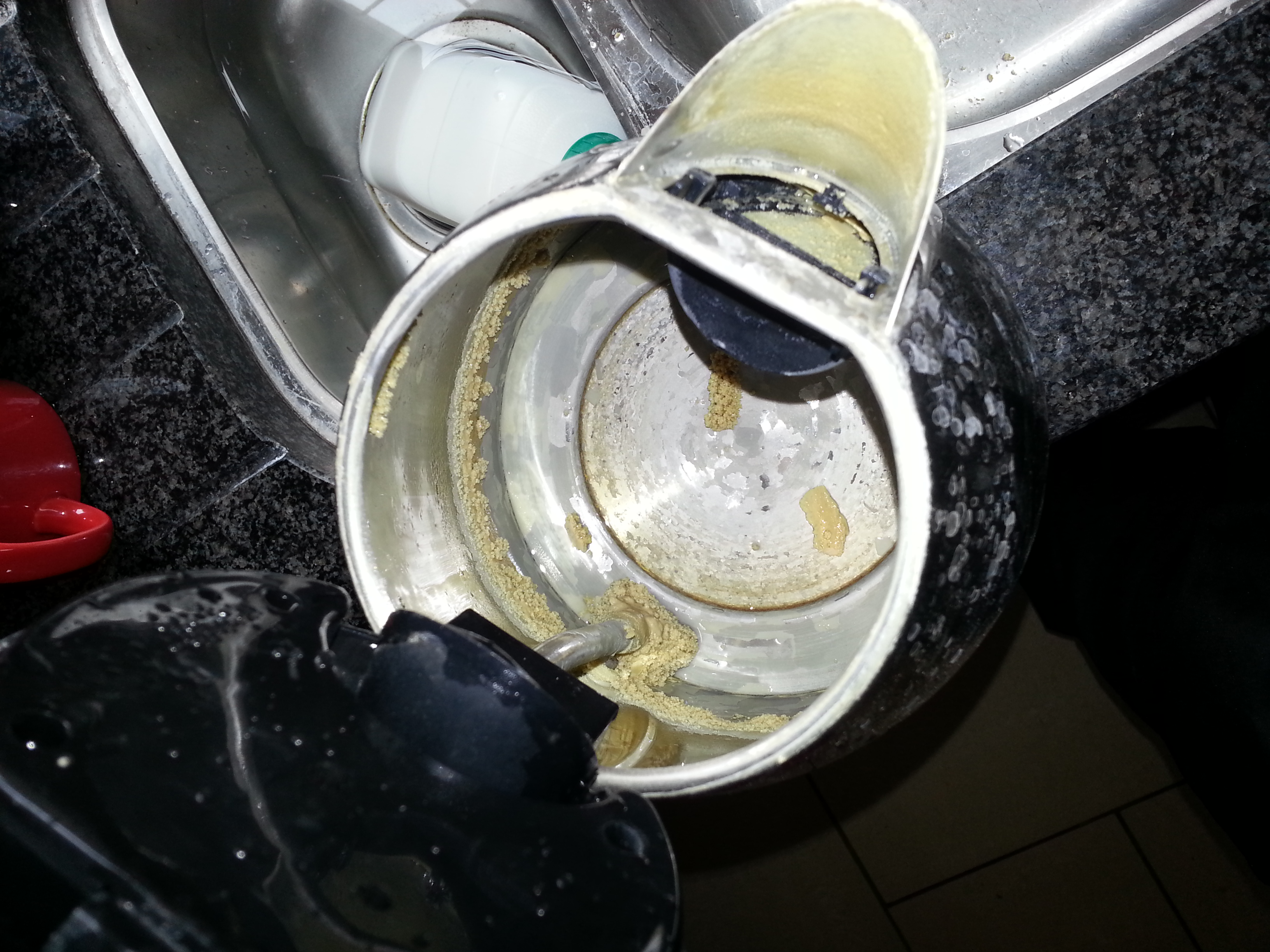 Накипь в электрическом чайнике