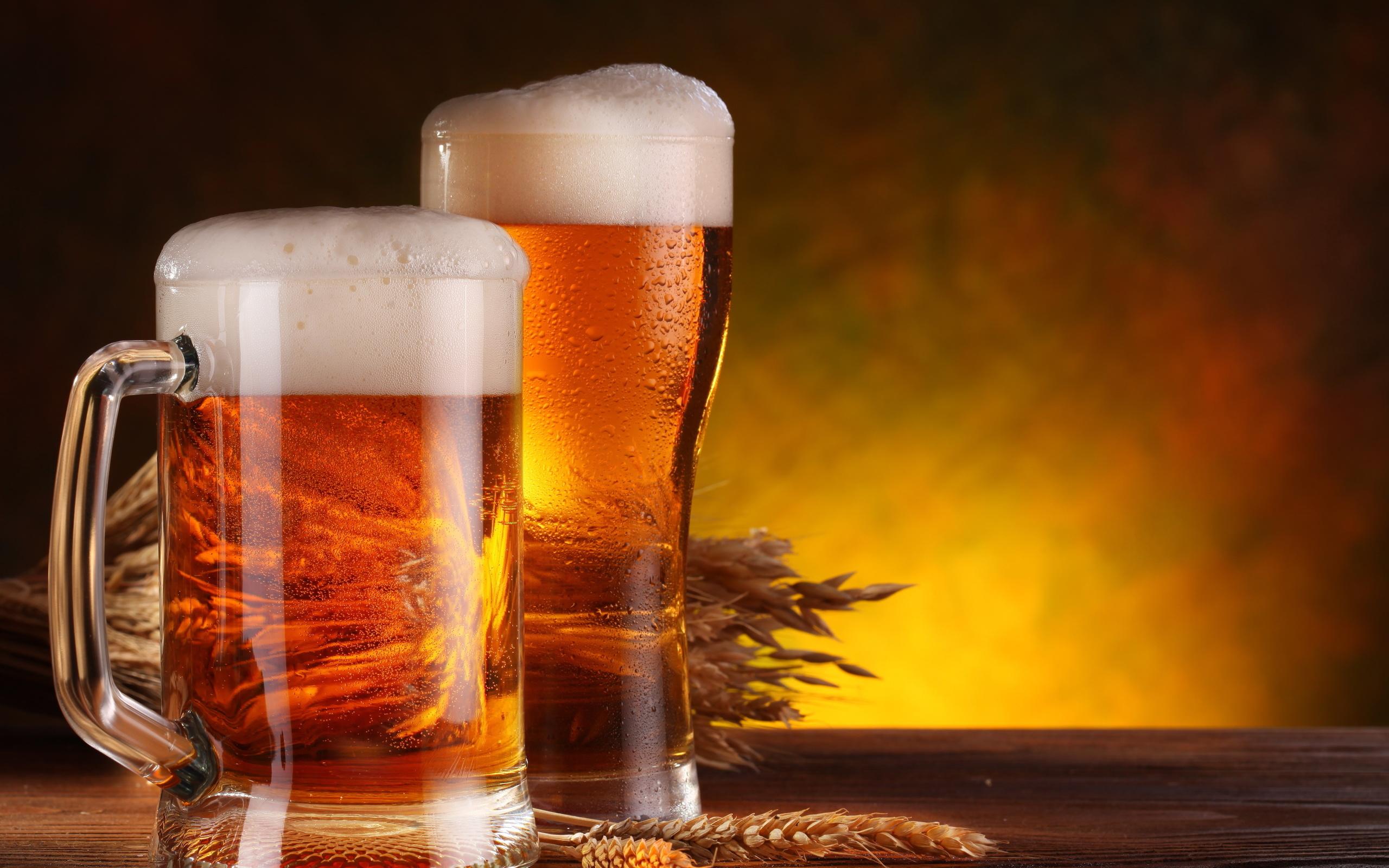 Пиво в кружке и бокале