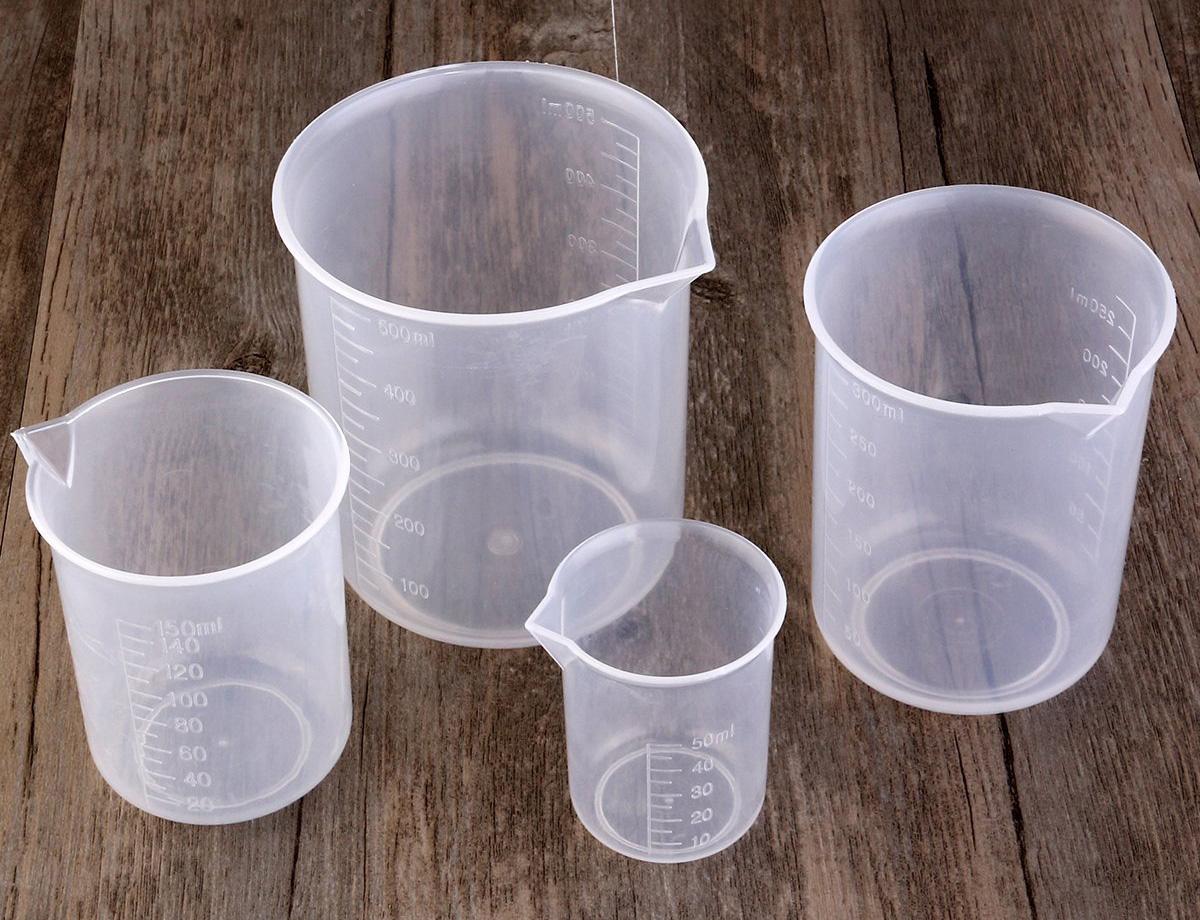 Пластиковые мерные стаканы