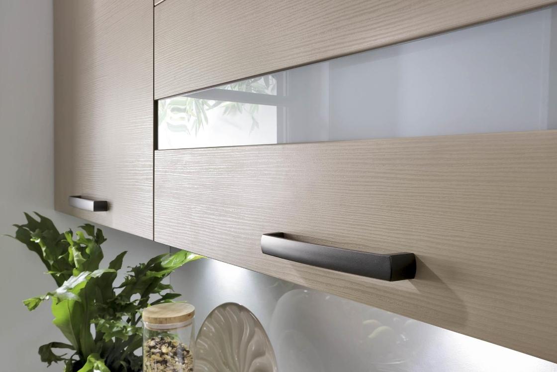 Подвесной шкаф на кухне