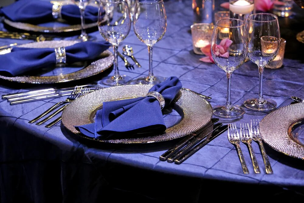 Салфетки на тарелках