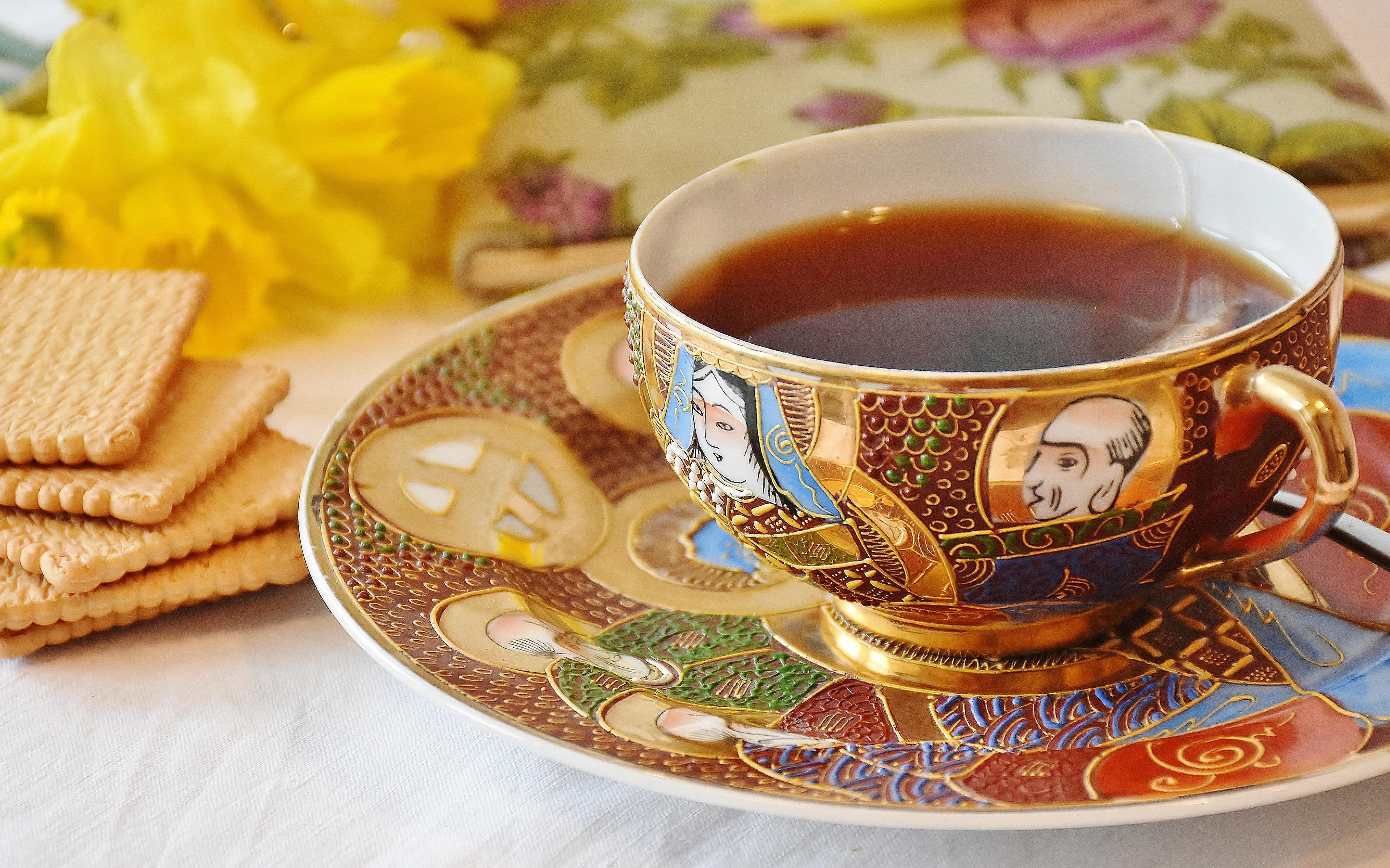 Чай в чашках
