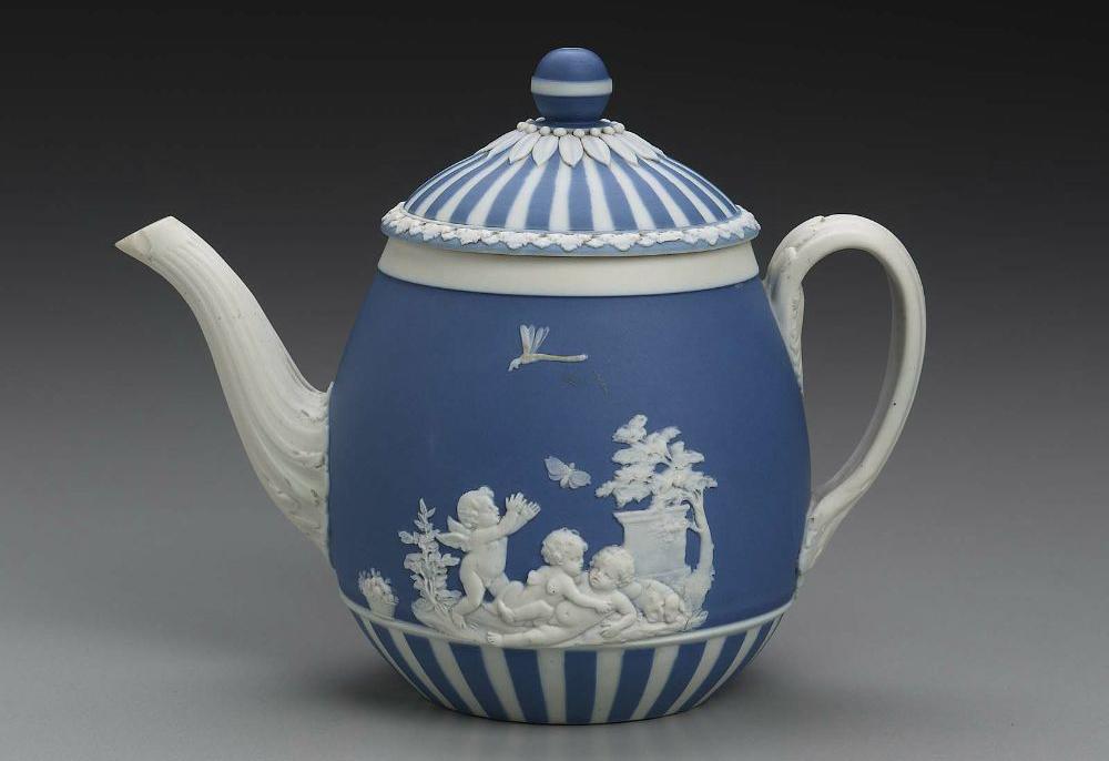 Фарфоровый чайник WEDGWOOD