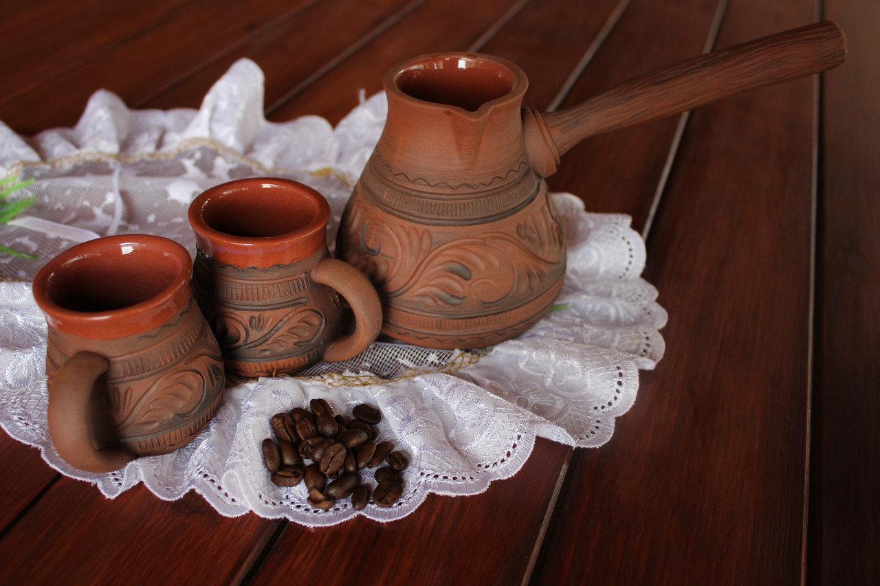 Глиняная турка с чашками