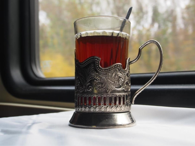 Граненый стакан с чаем