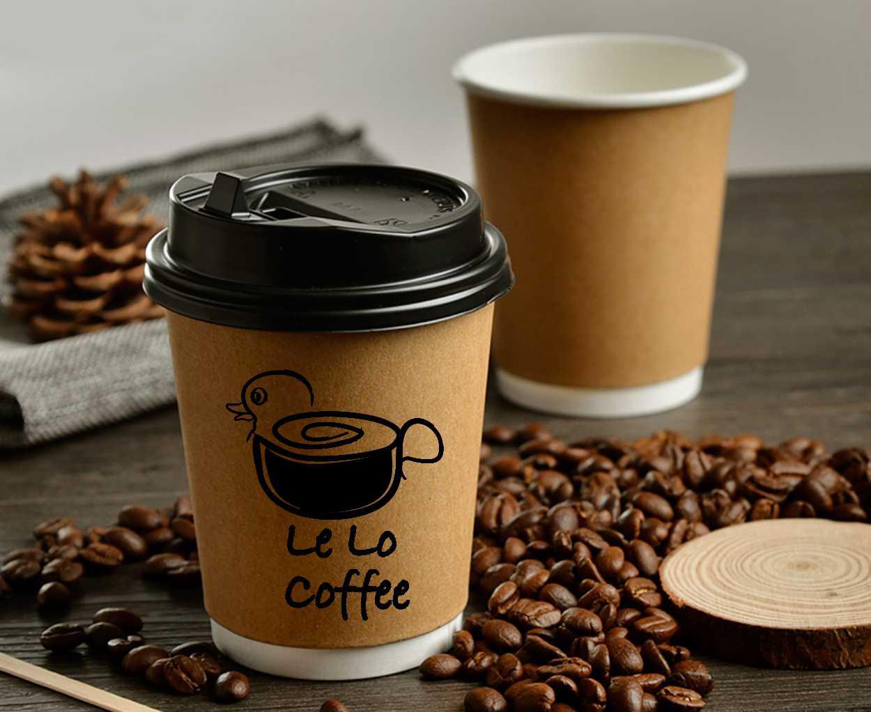 Кофе в пластиковом стакане