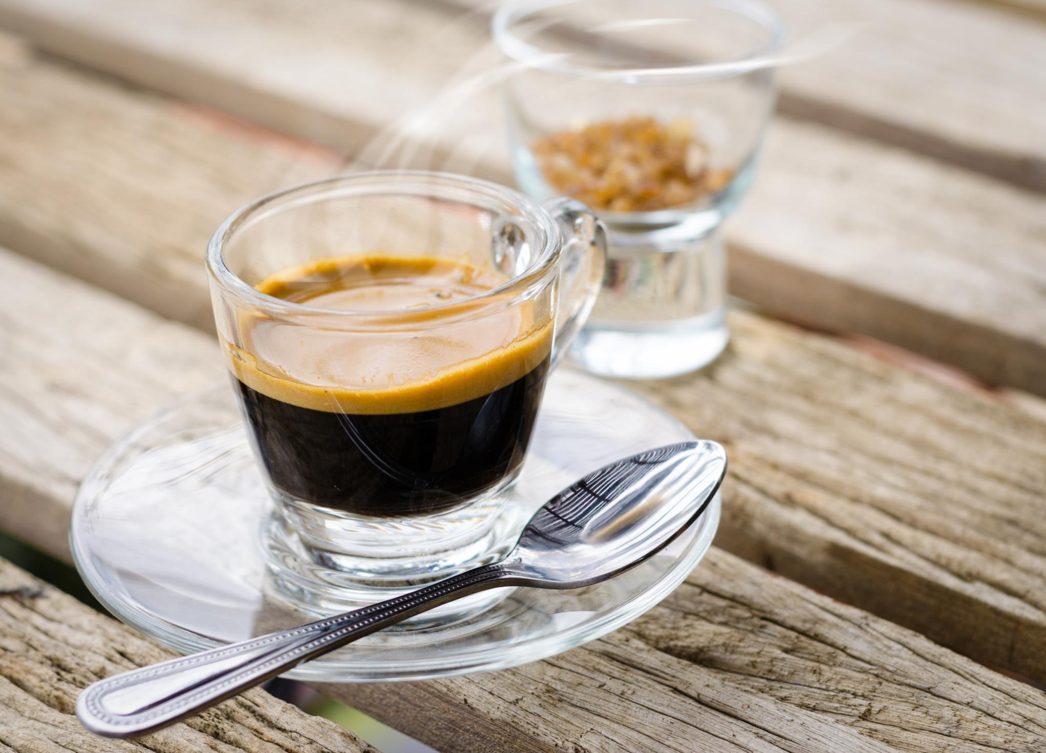Кофе в стеклянной чашке