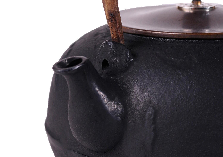 Носик чугунного чайника