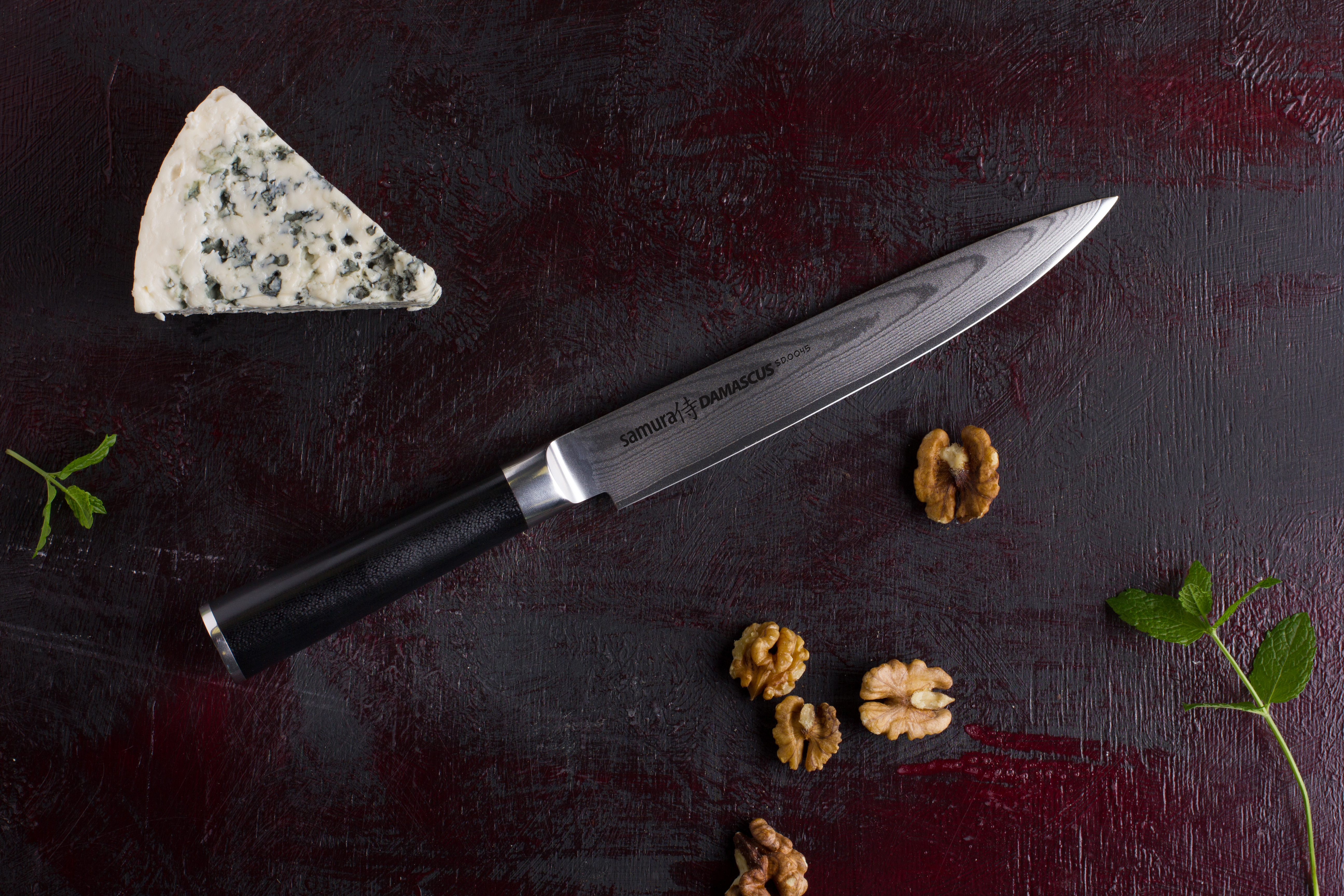 Нож из дамасской стали