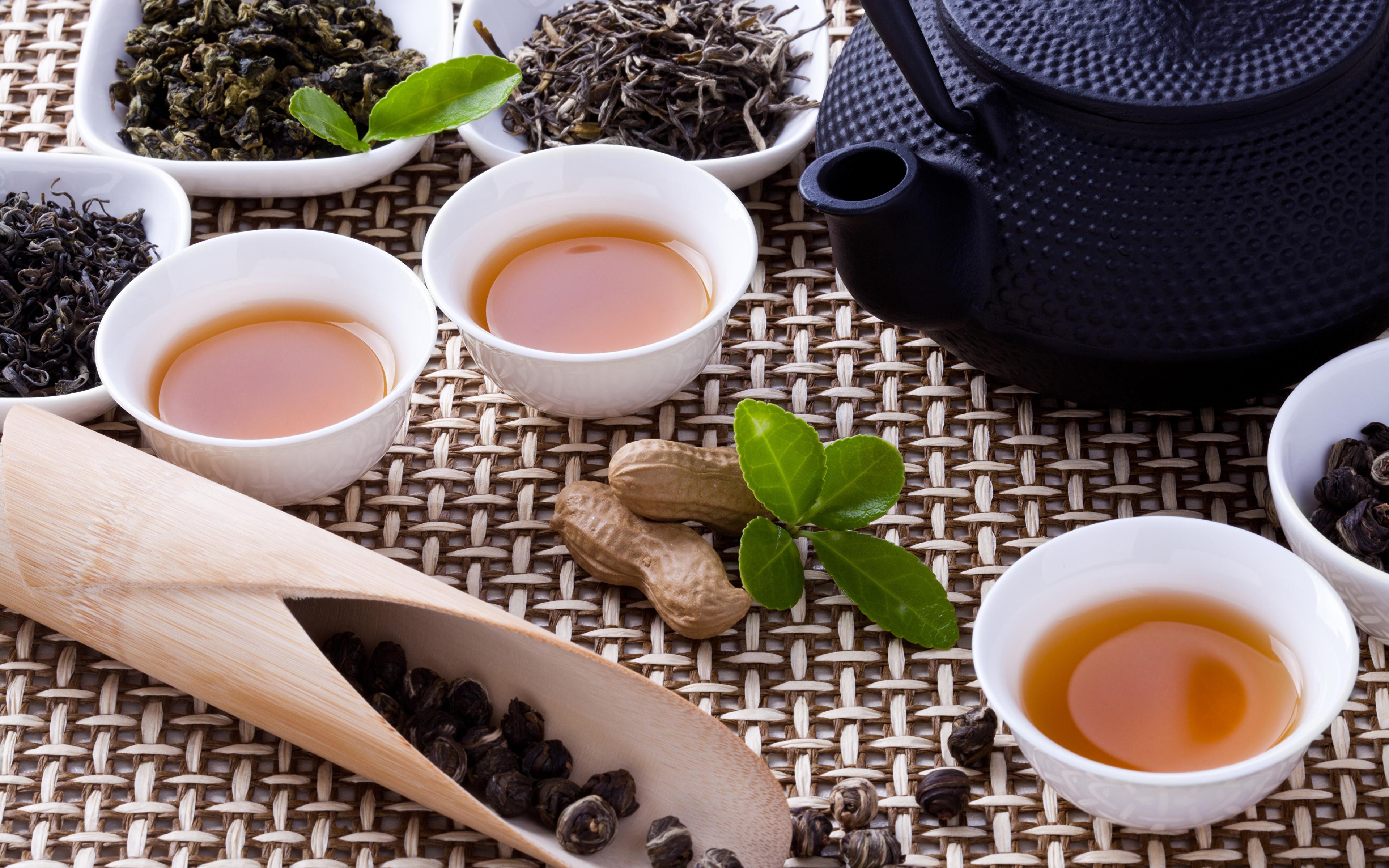 Пиалы с чаем