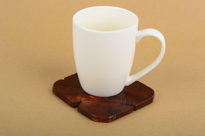 Деревянная подставка под чашки