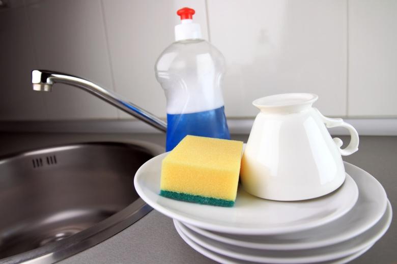 Посуда возле раковины