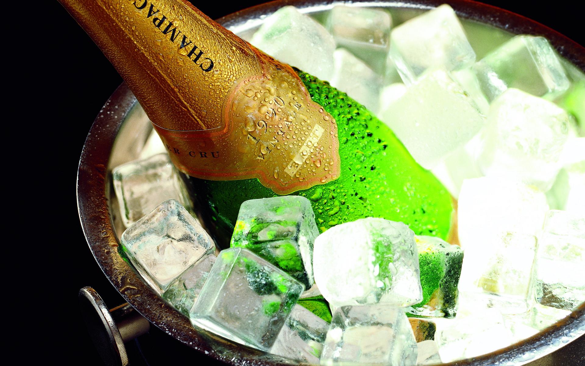 Шампанское с кубиками льда