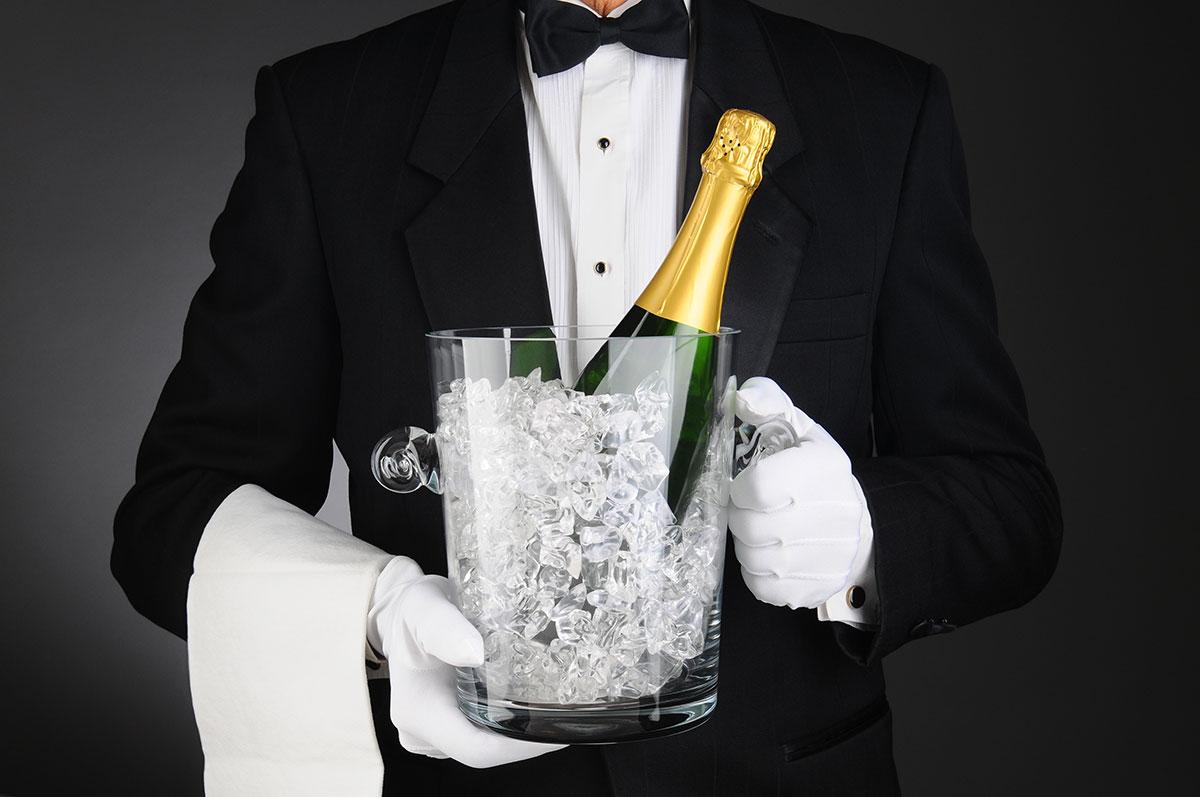 Шампанское в стеклянном ведре