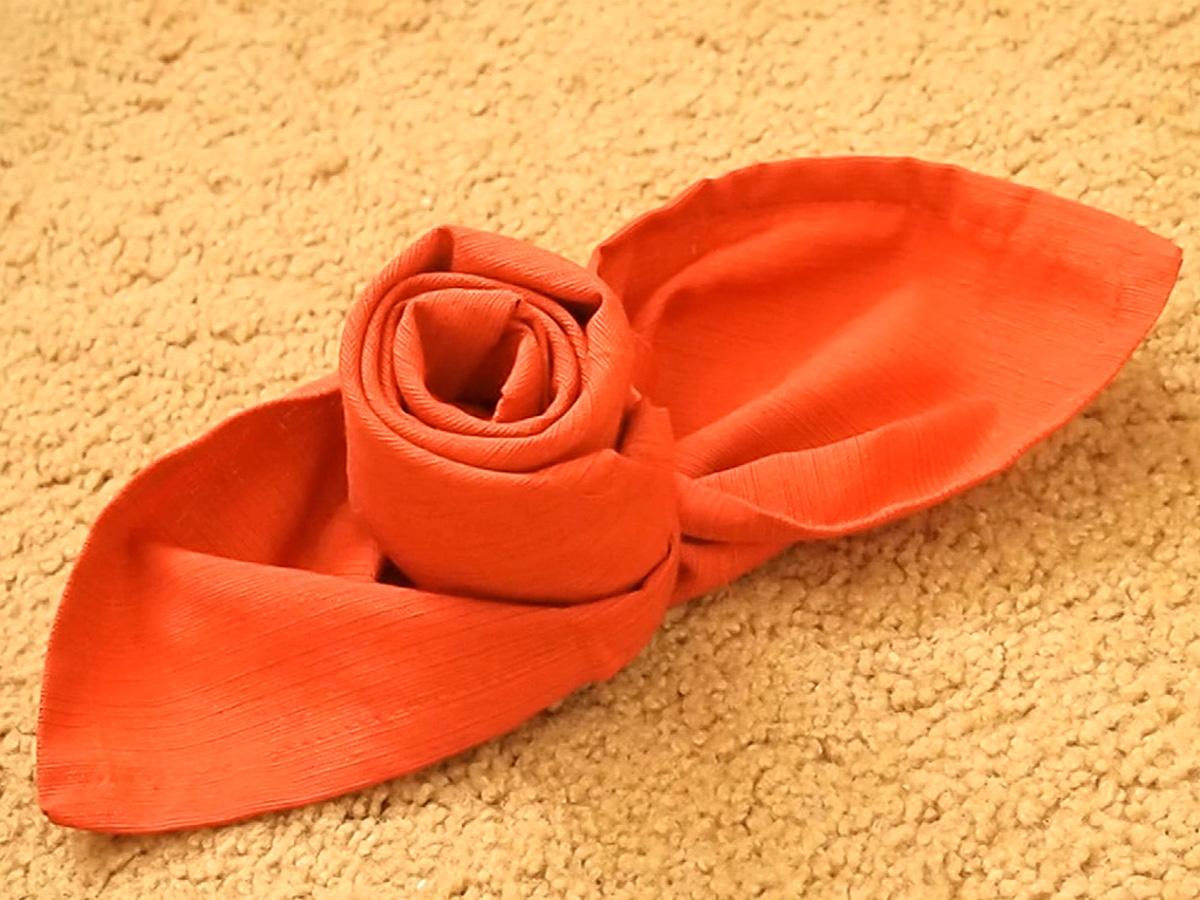 Фото салфетки в виде розы