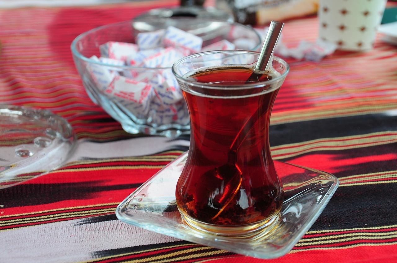 Турецкий чай в чашке