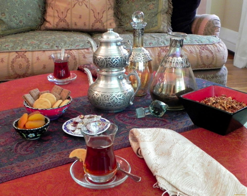 Турецкий чайник с чаем