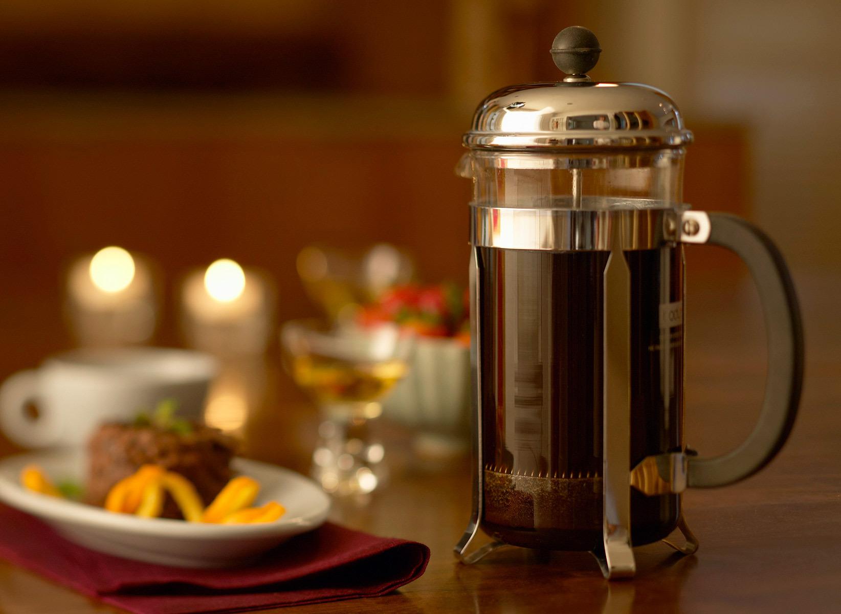 Заварочный чайник с кофе