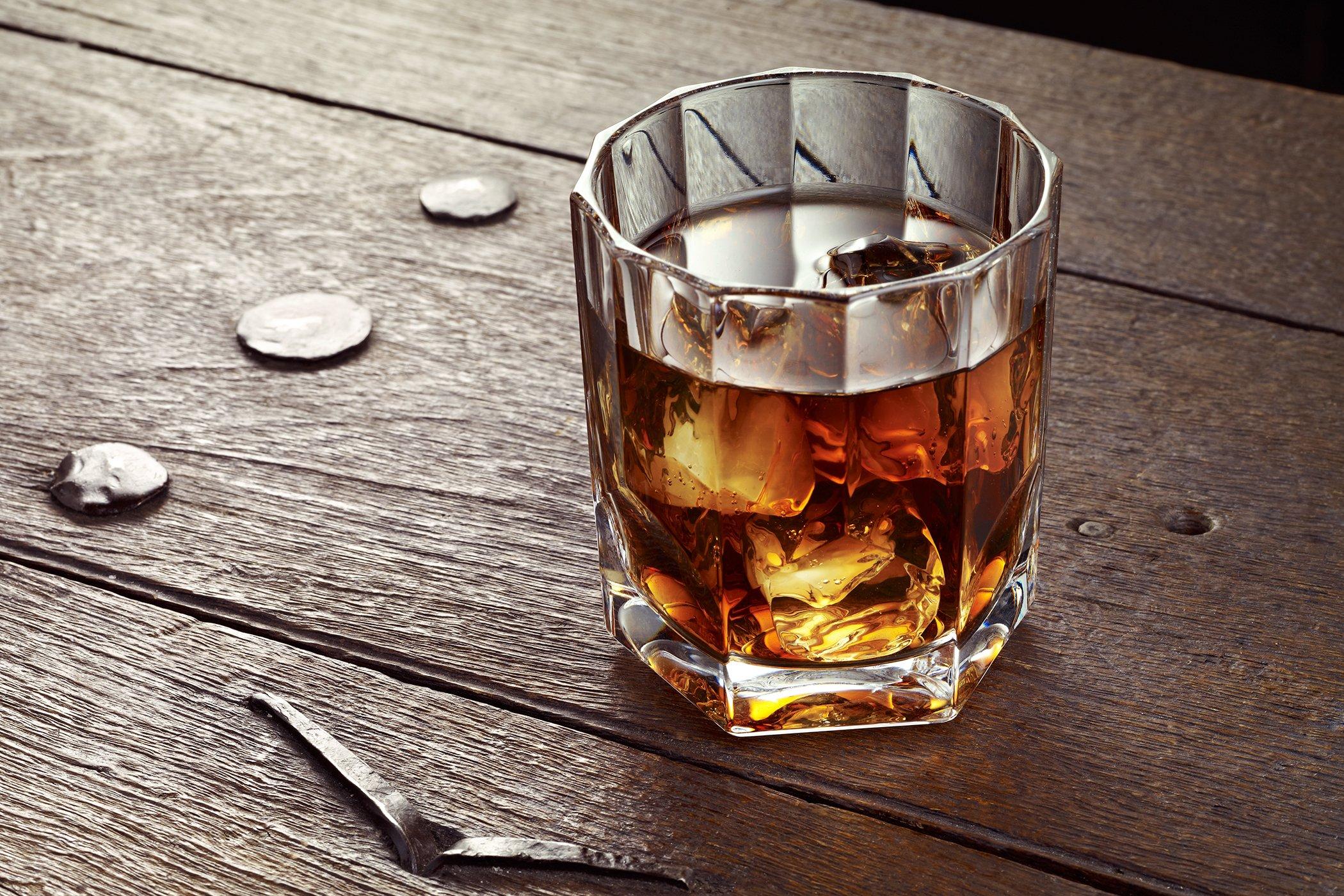 Бурбон в стакане