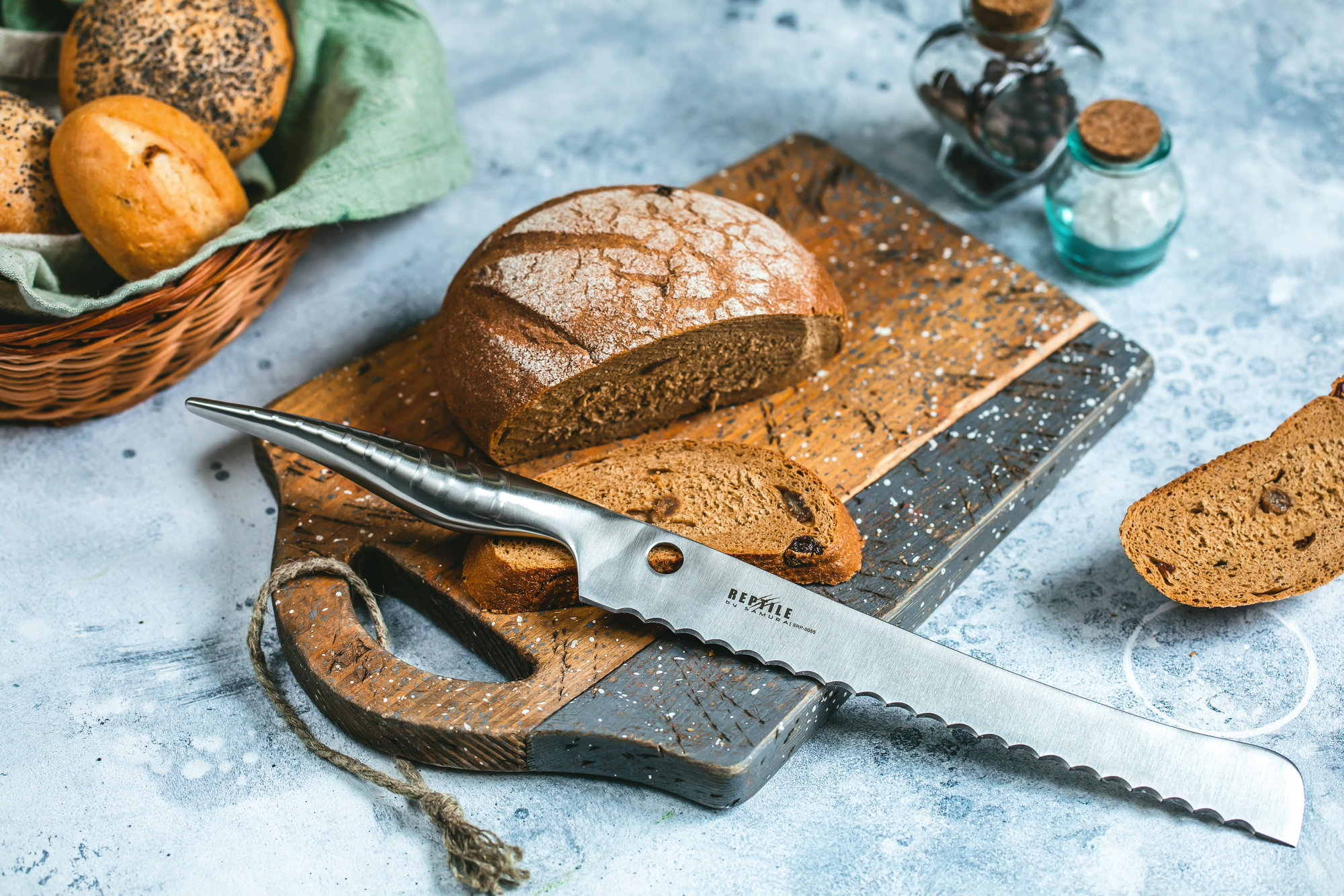 Хлебный нож из стали
