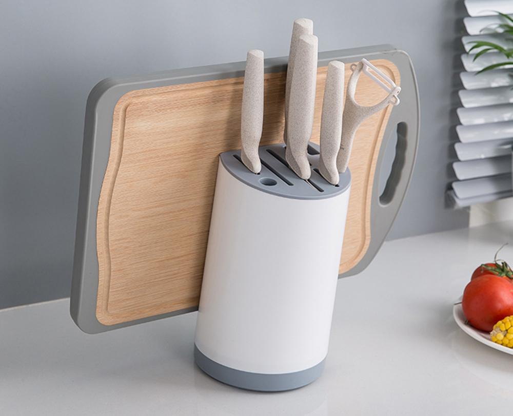 Подставка для ножей на столе