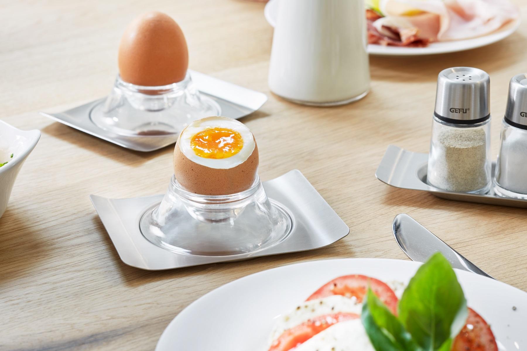 Подставка для яиц на столе
