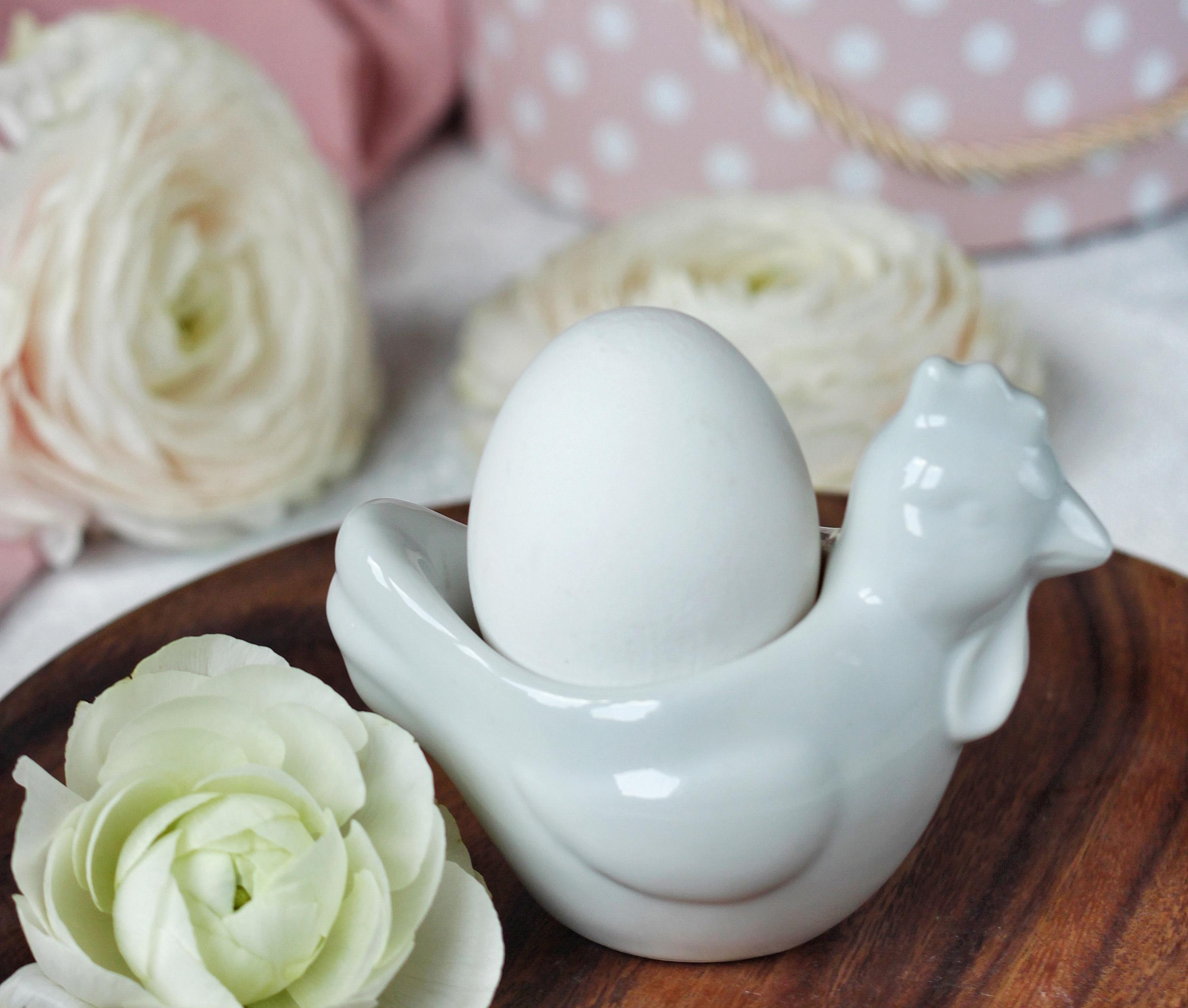 Подставка для яица в виде курочки