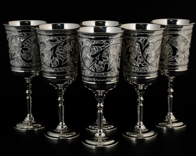 Серебряные бокалы для вина
