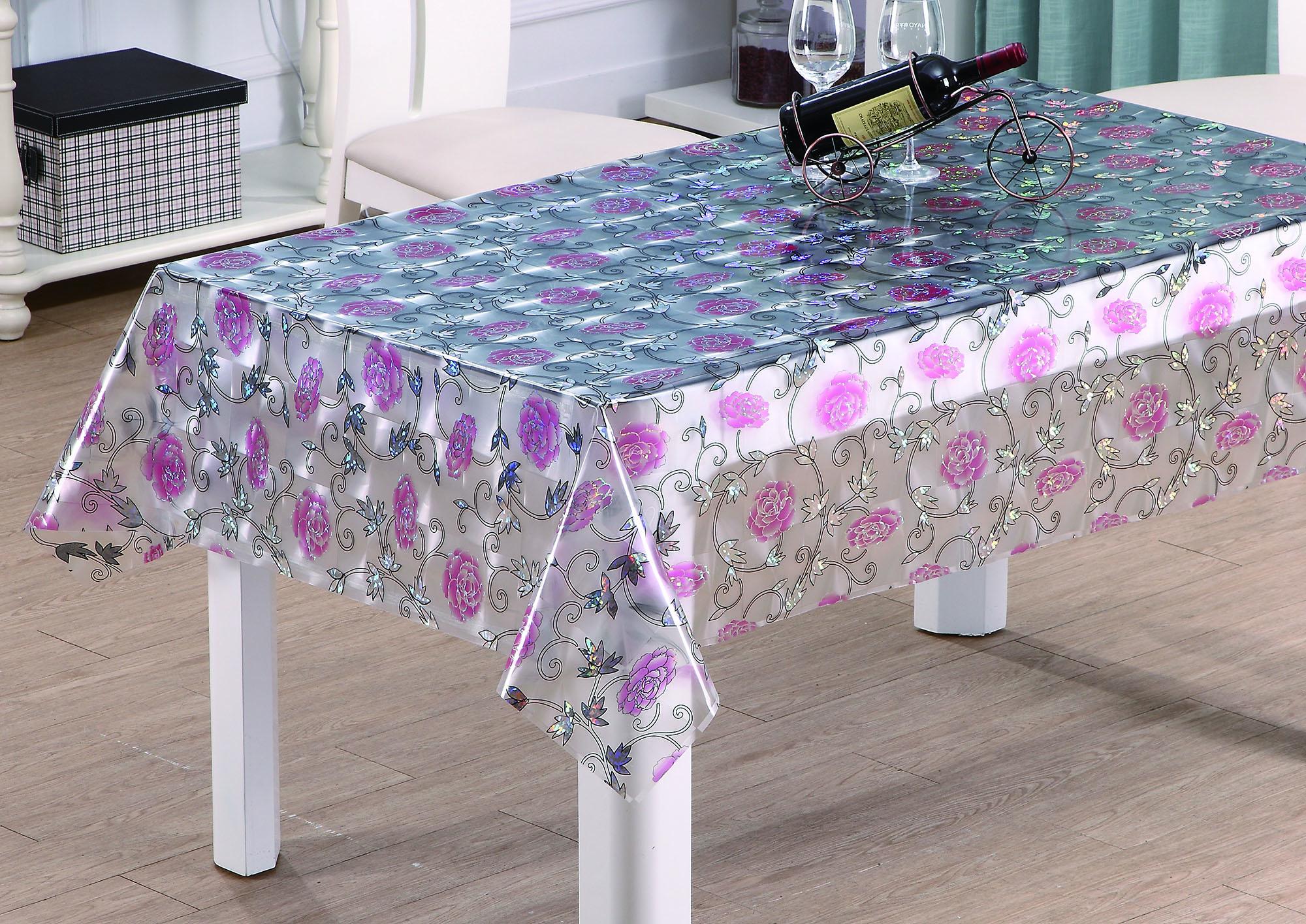 Скатерть с рисунком на столе