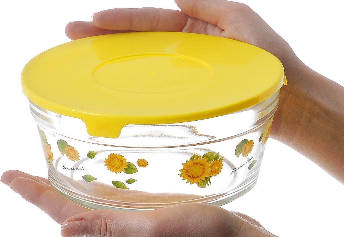 Фото стеклянного салатника в руках