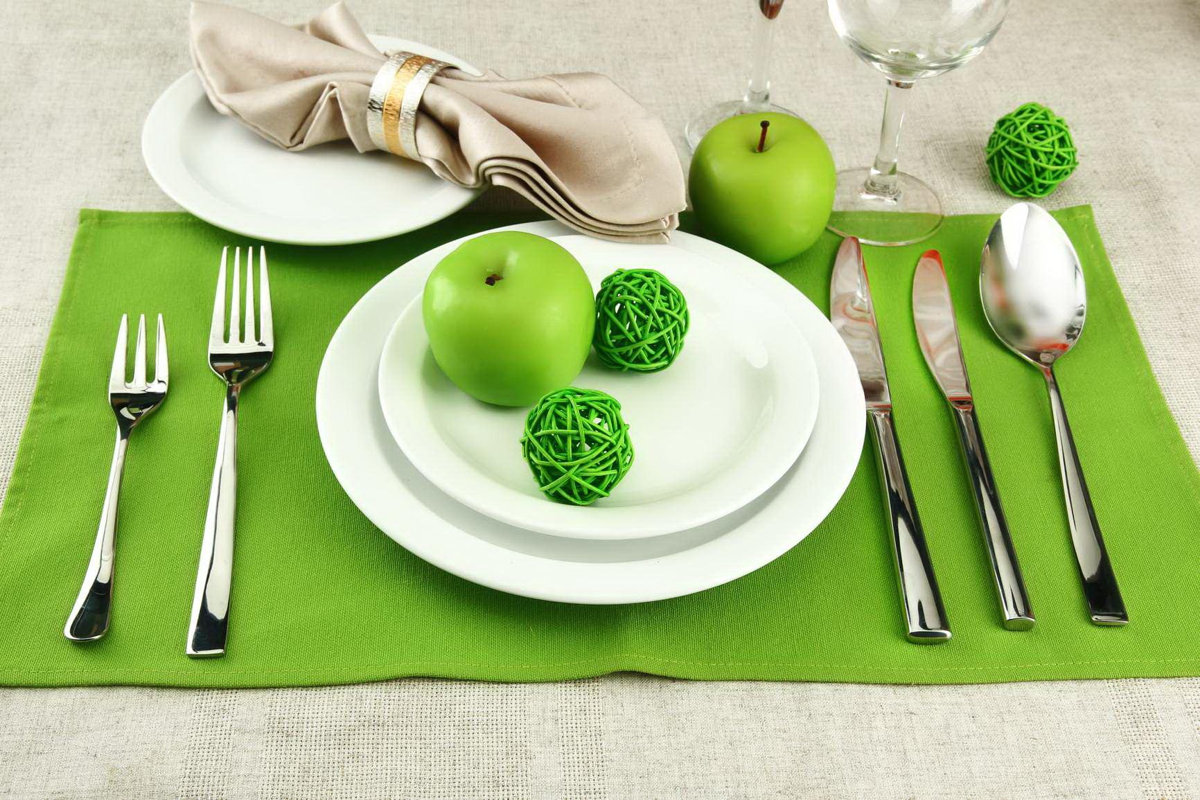 Тарелка на салфетке