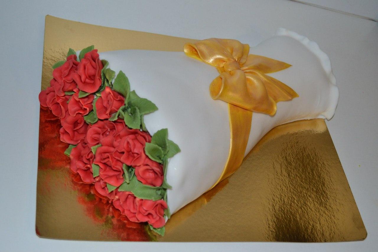 Торт на картонной подставке