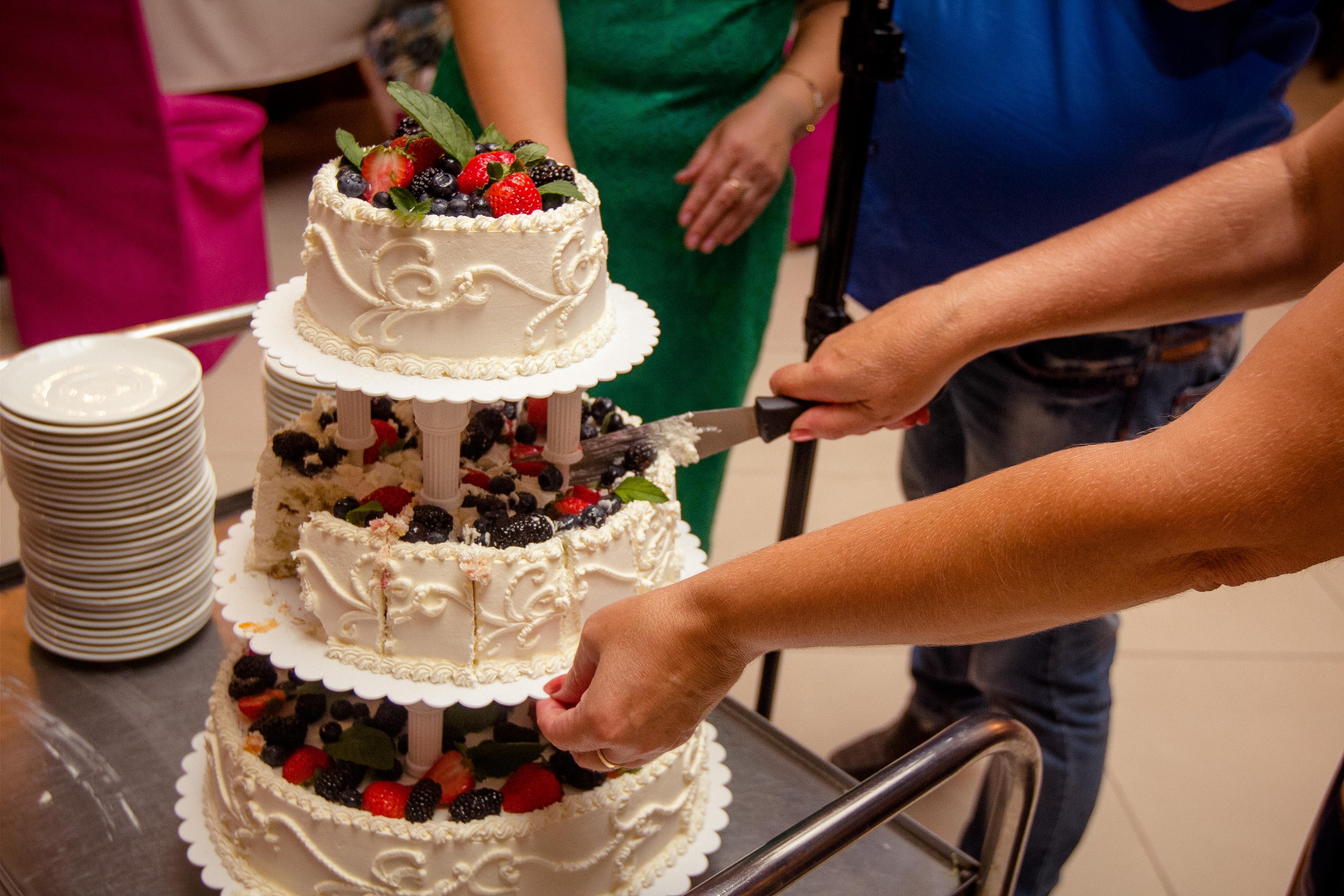 Торт на вращающейся подставке