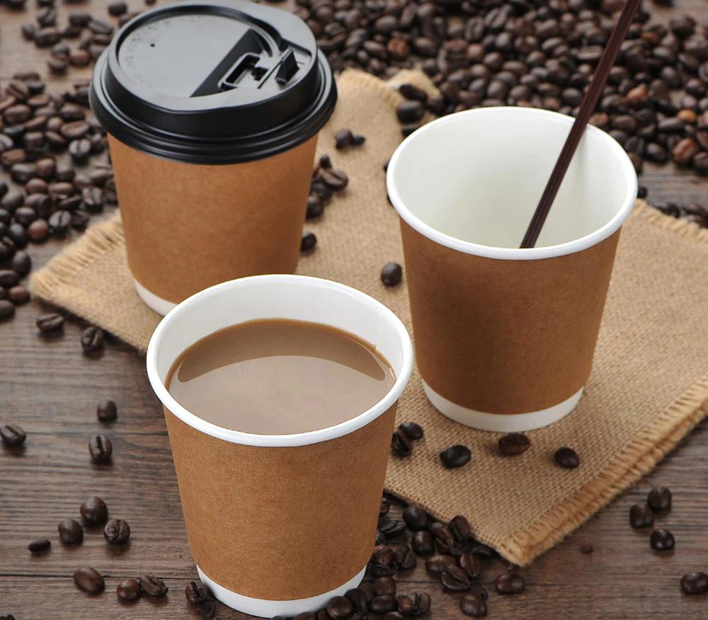 Крафтовые стаканы с кофе