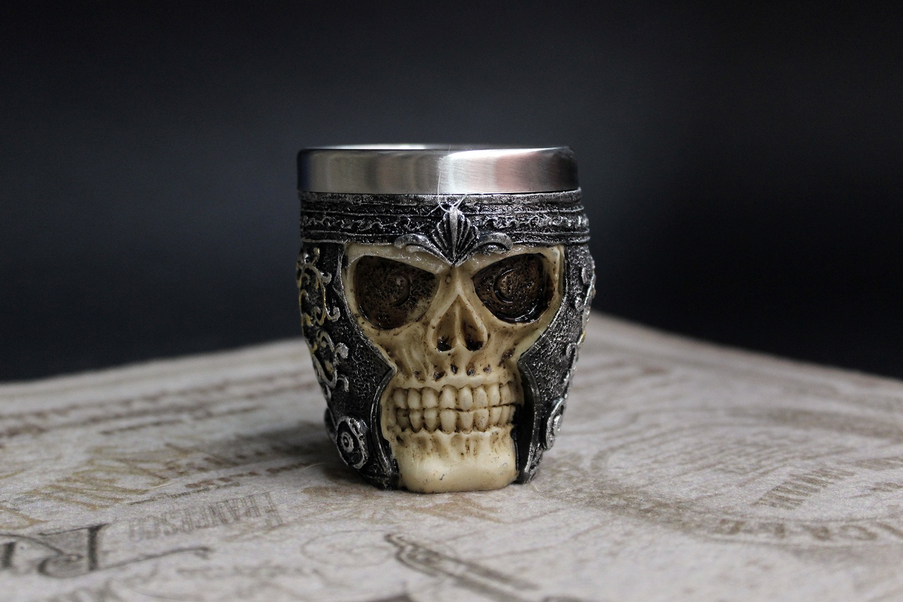 Кружка череп в шлеме
