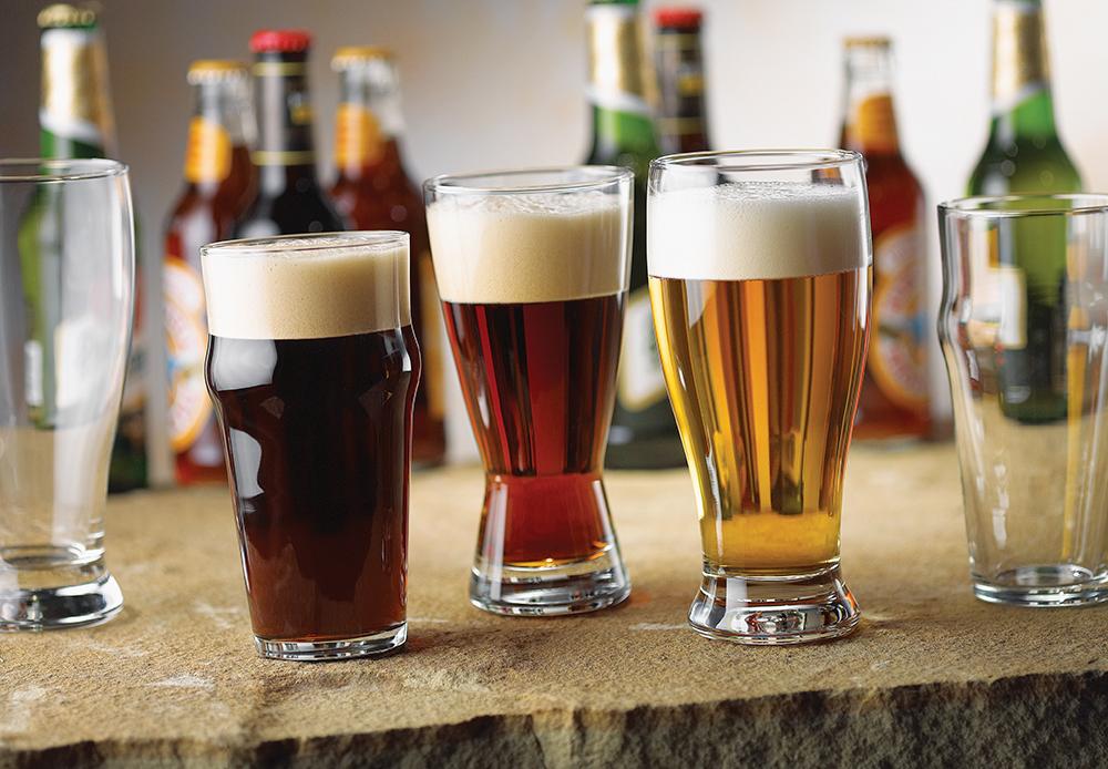 Пинта бокалы с пивом