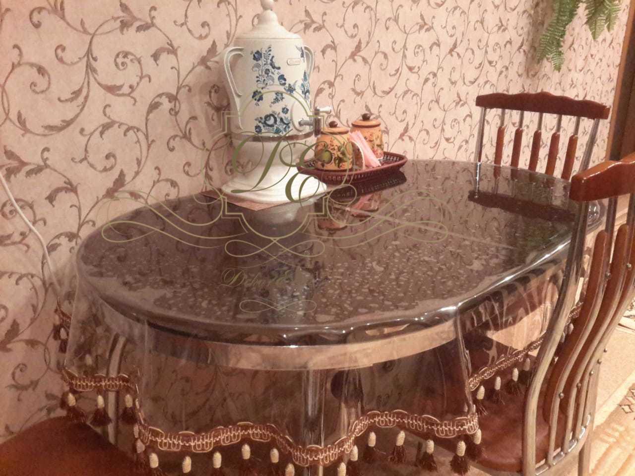 Скатерть с бахромой на столе