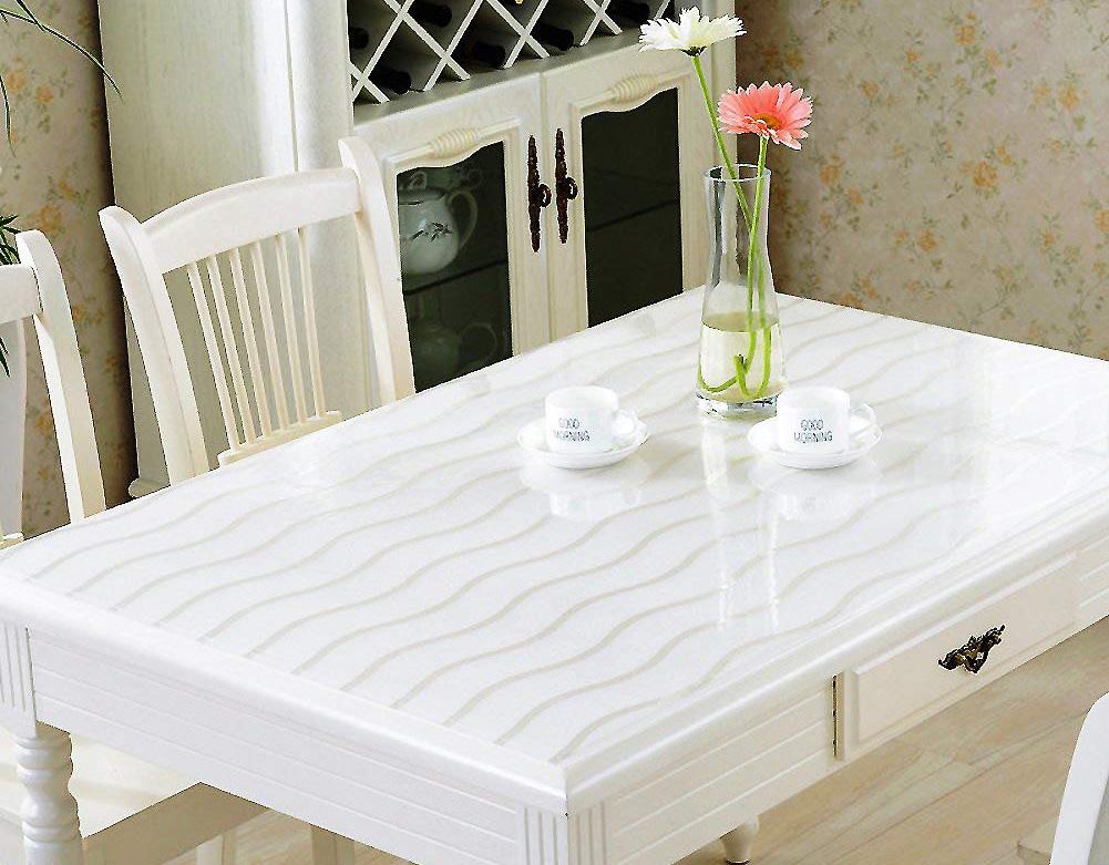 Стол с прозрачной скатертью