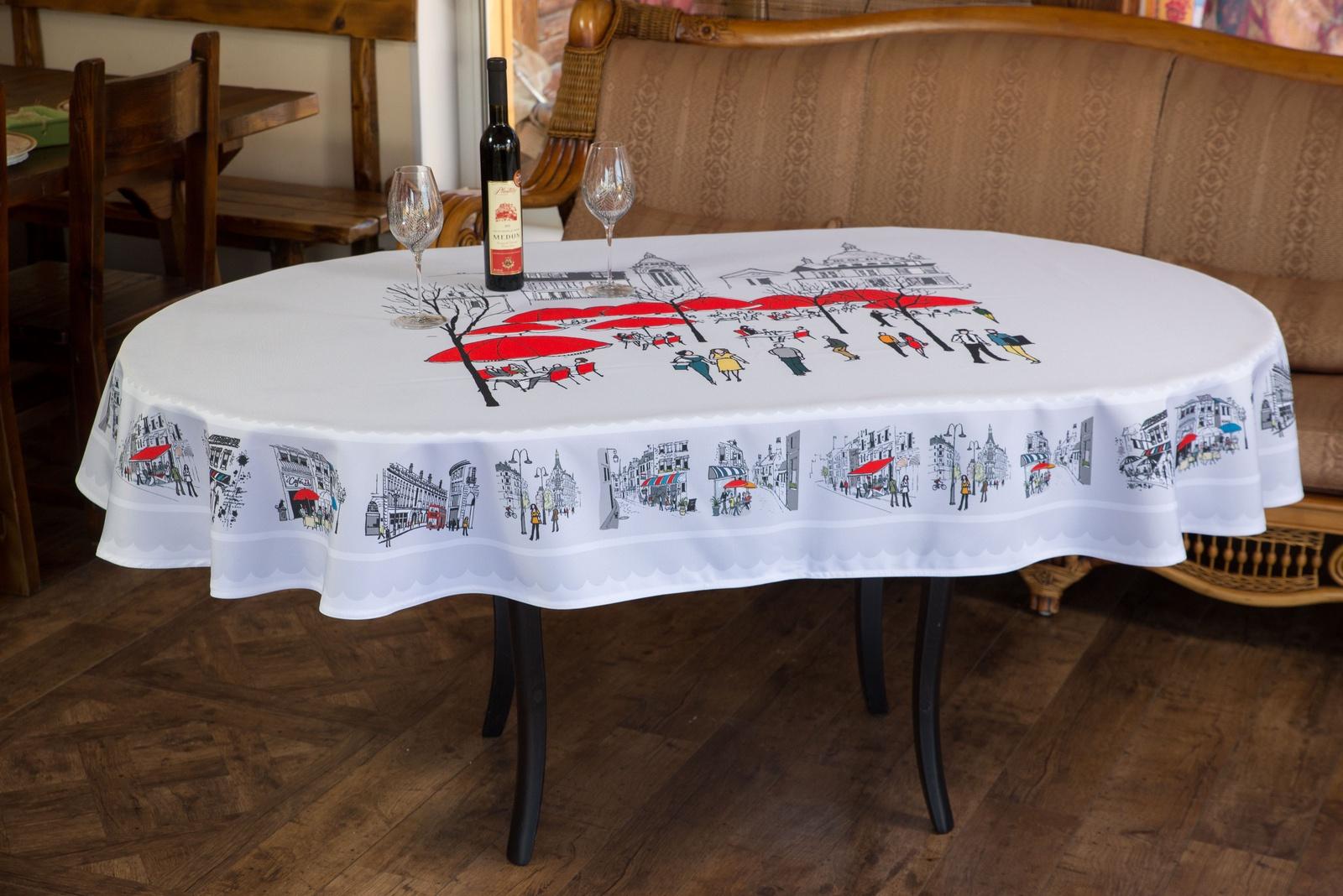 Стол с овальной скатертью
